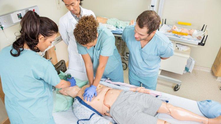 Quelle formation paramédicale faire après le bac en alternance ?